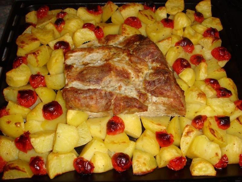 Запеченное мясо свинина в духовке с фото пошагово