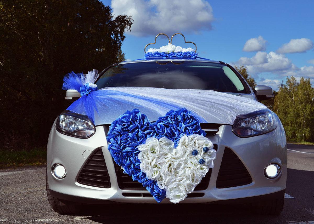 Украшение главной свадебной машины фото