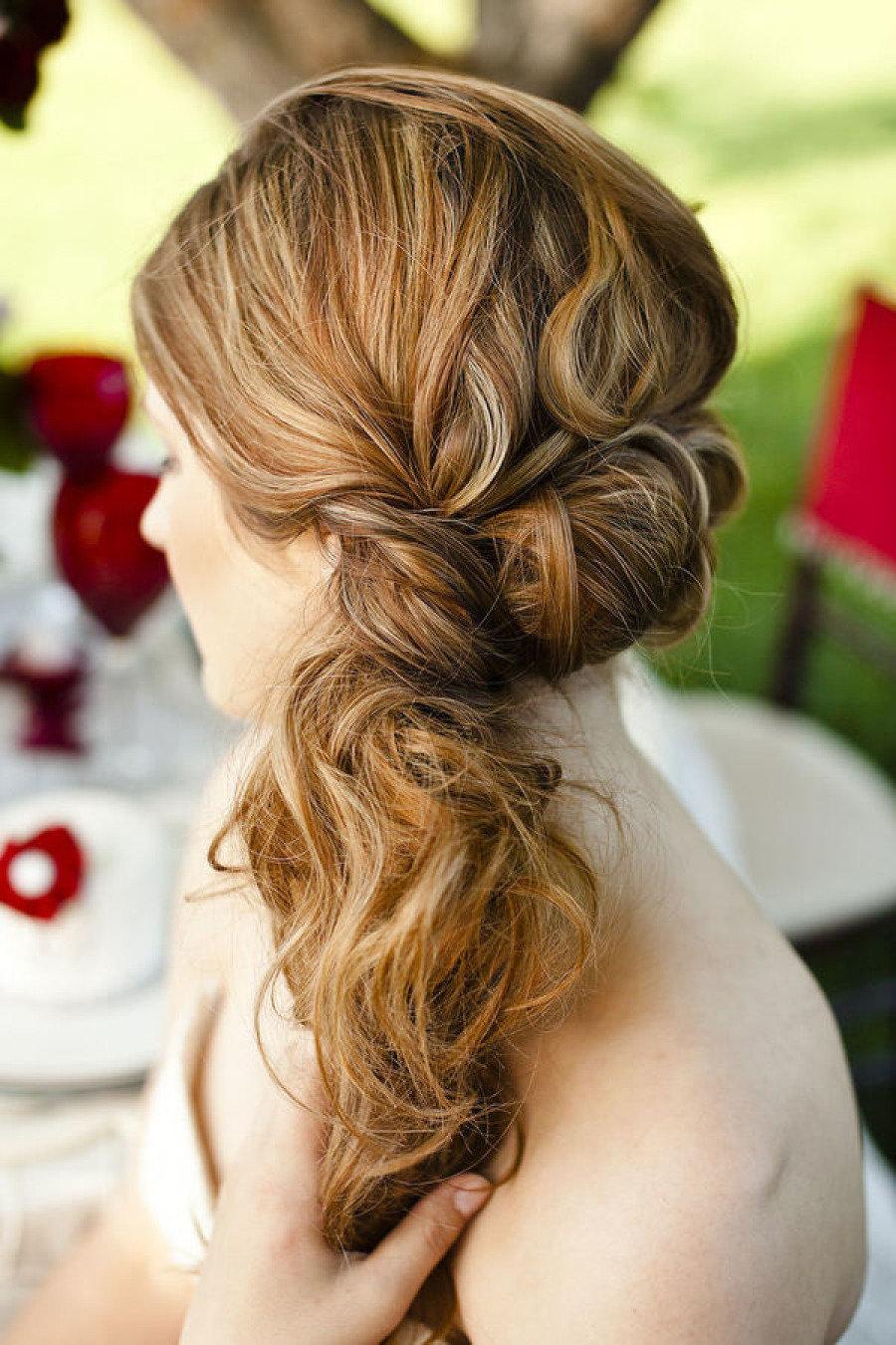 Прически на средний волос с добавлением прядей