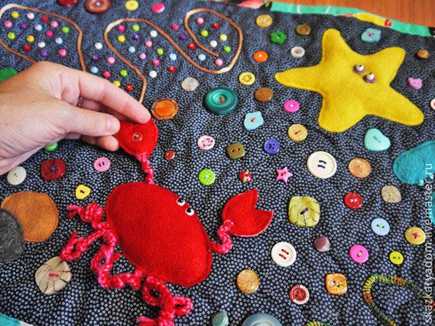 Развивающие коврики из пуговиц