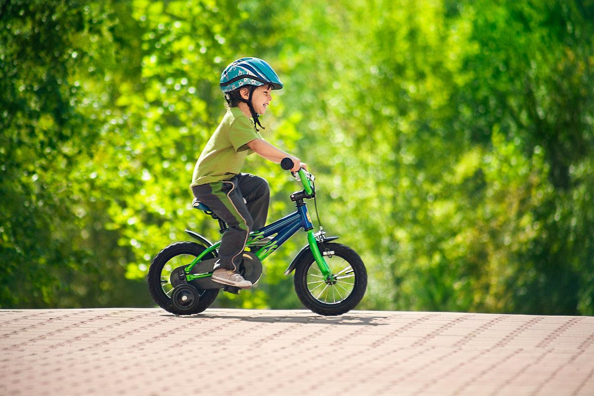 Правильная посадка ребенка на велосипеде фото