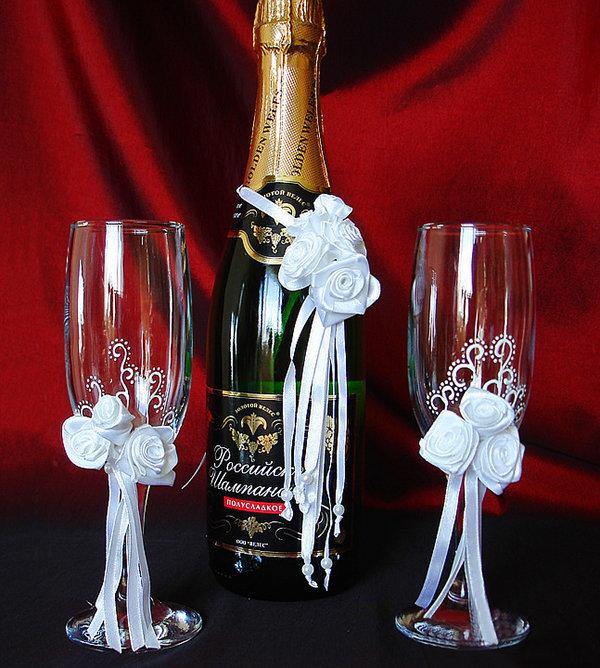 Как украсить шампанское и фужеры на свадьбу своими руками 39