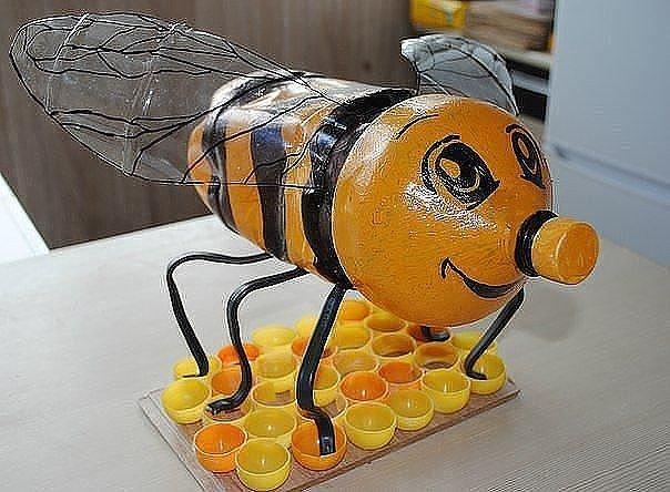 Как сделать пчела своими руками из бутылок