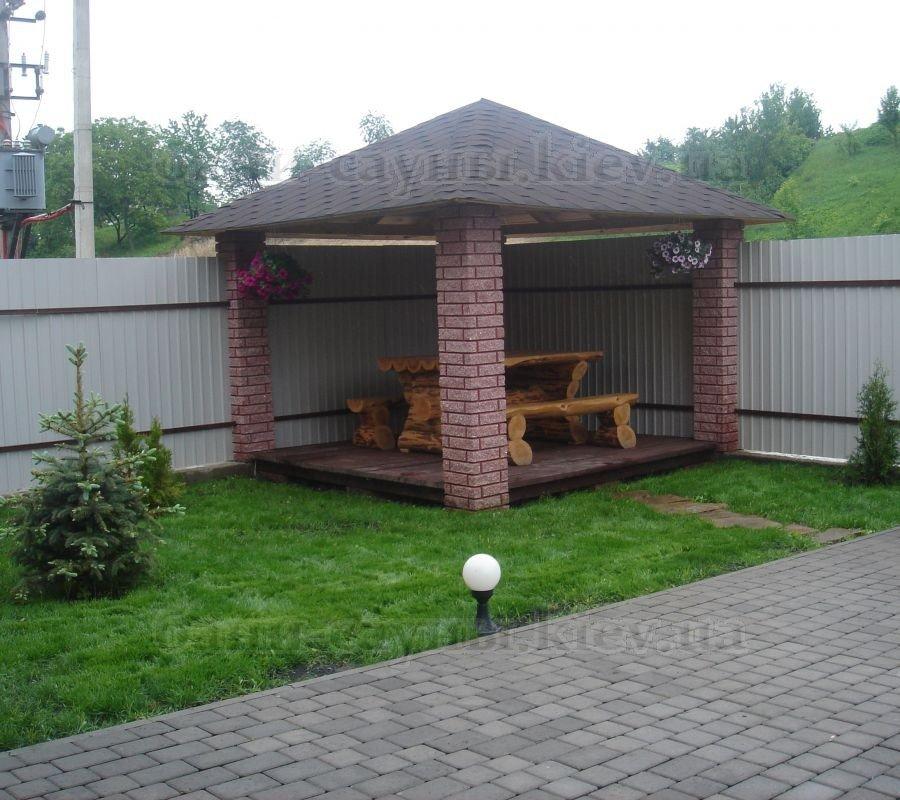 Беседка во дворе частного дома