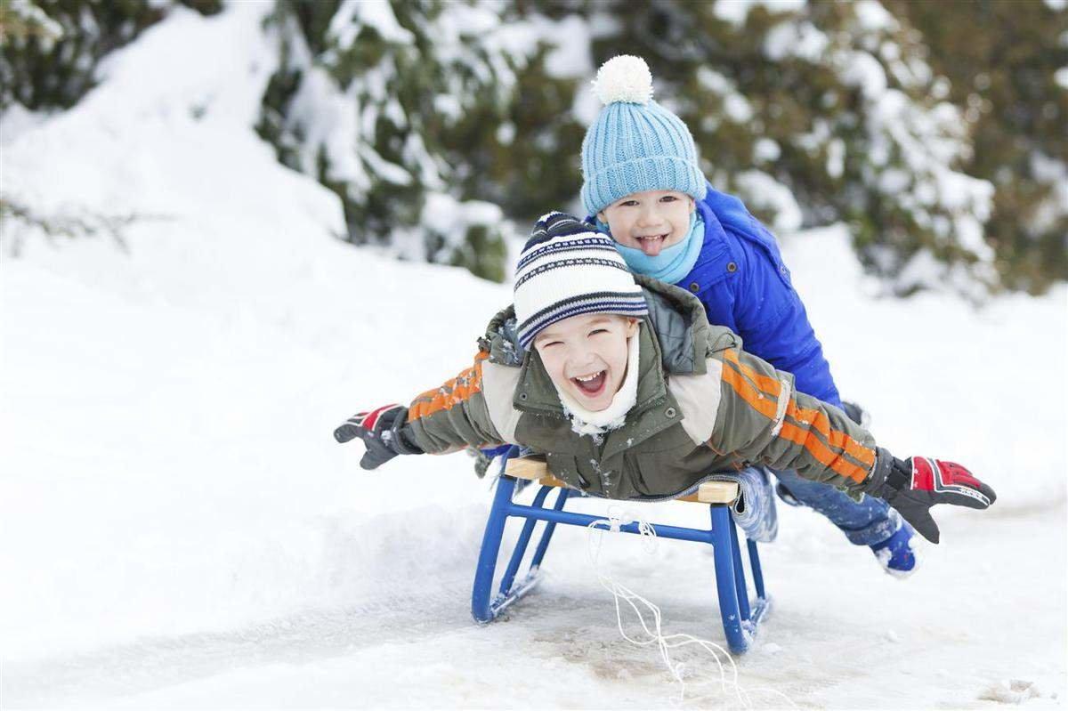 Фото зимы и детей на санках