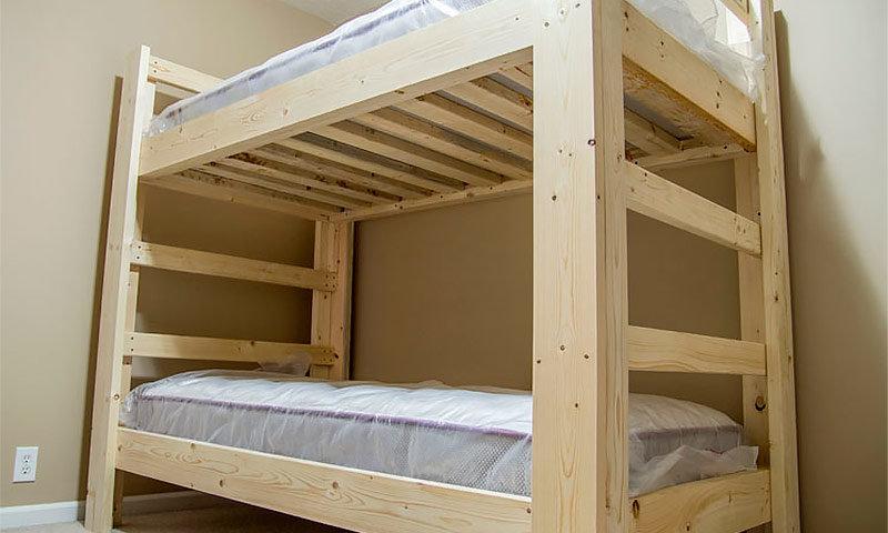 Как сделать двухъярусную кровать своими руками из бруса 37