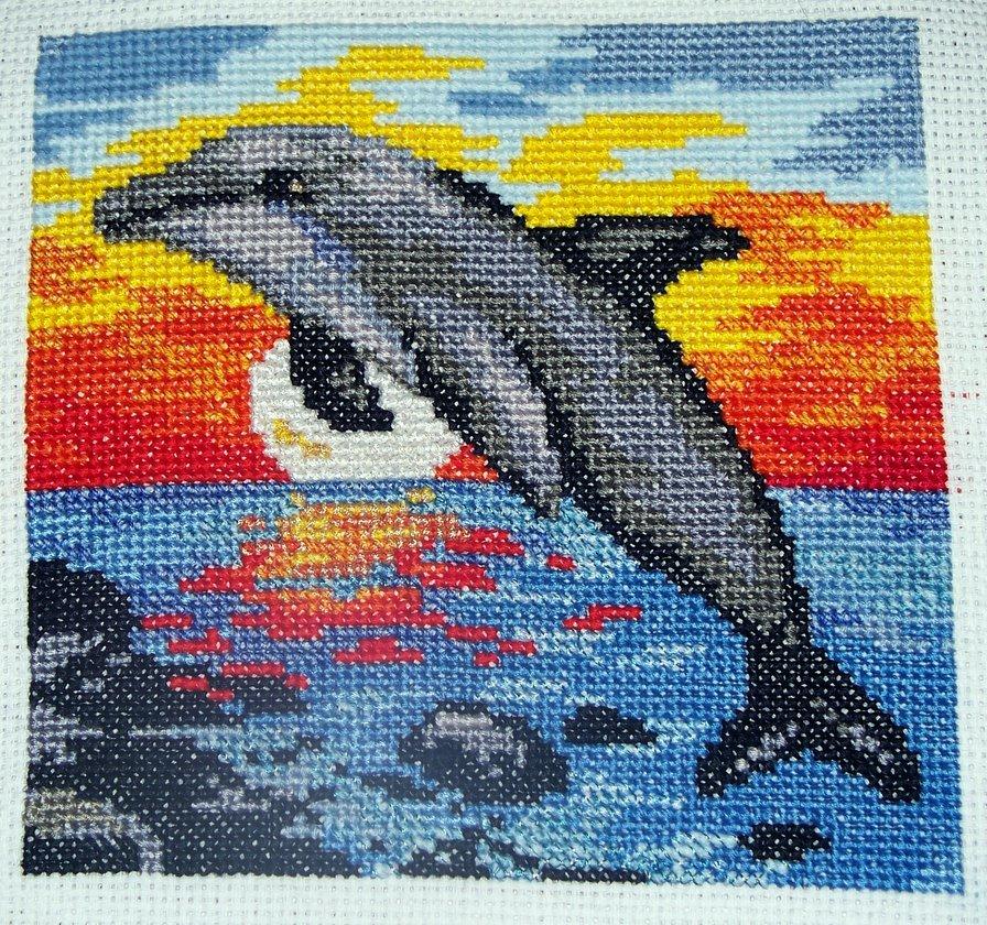 Вышивка дельфины гладью 40