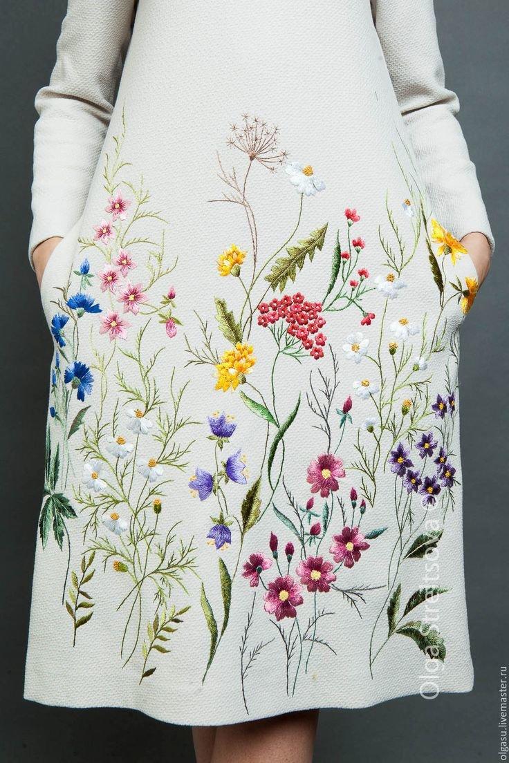 Необычное платье с вышивкой 45