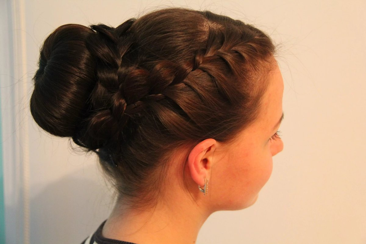 Причёски с бубликом для девочек фото