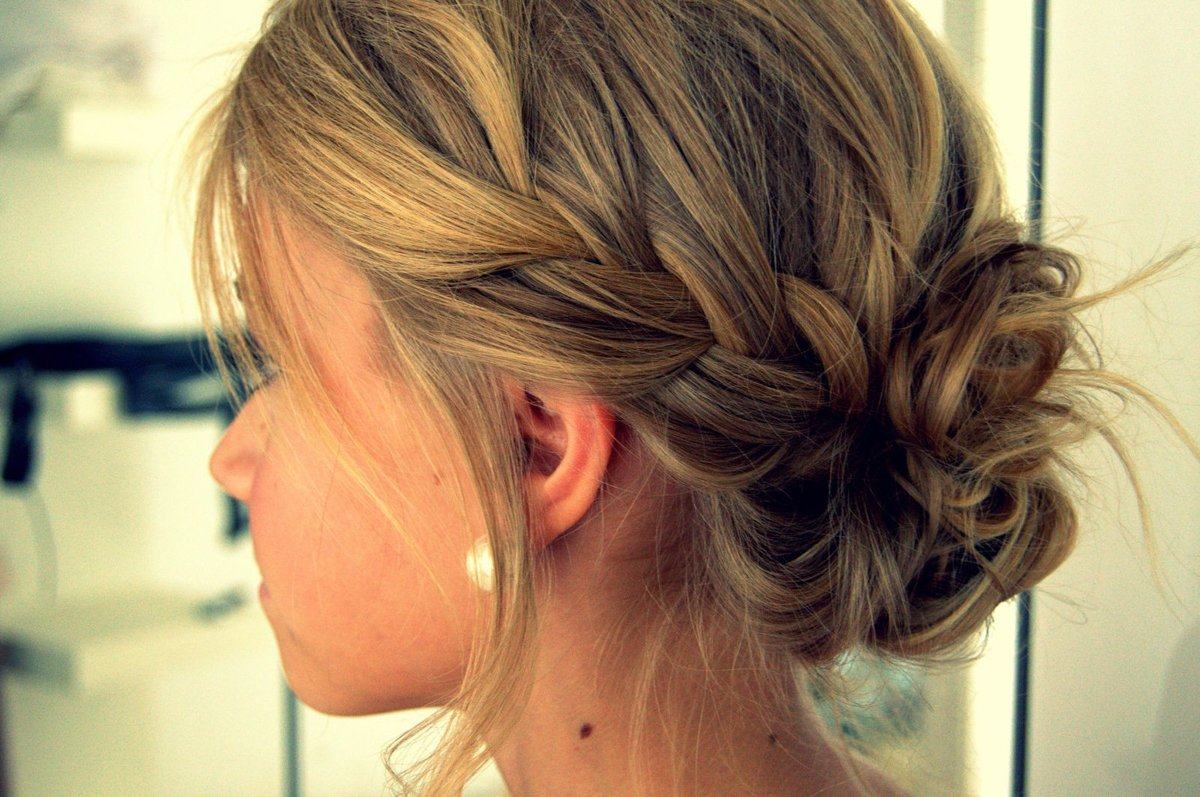 Прически на средний волос косичками фото