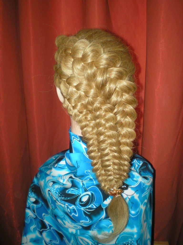 Прически с косами к празднику