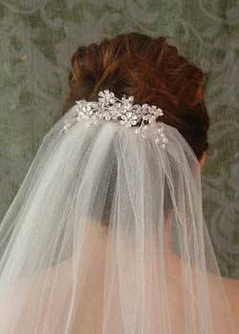 Свадебные прически с фатой и гребнем