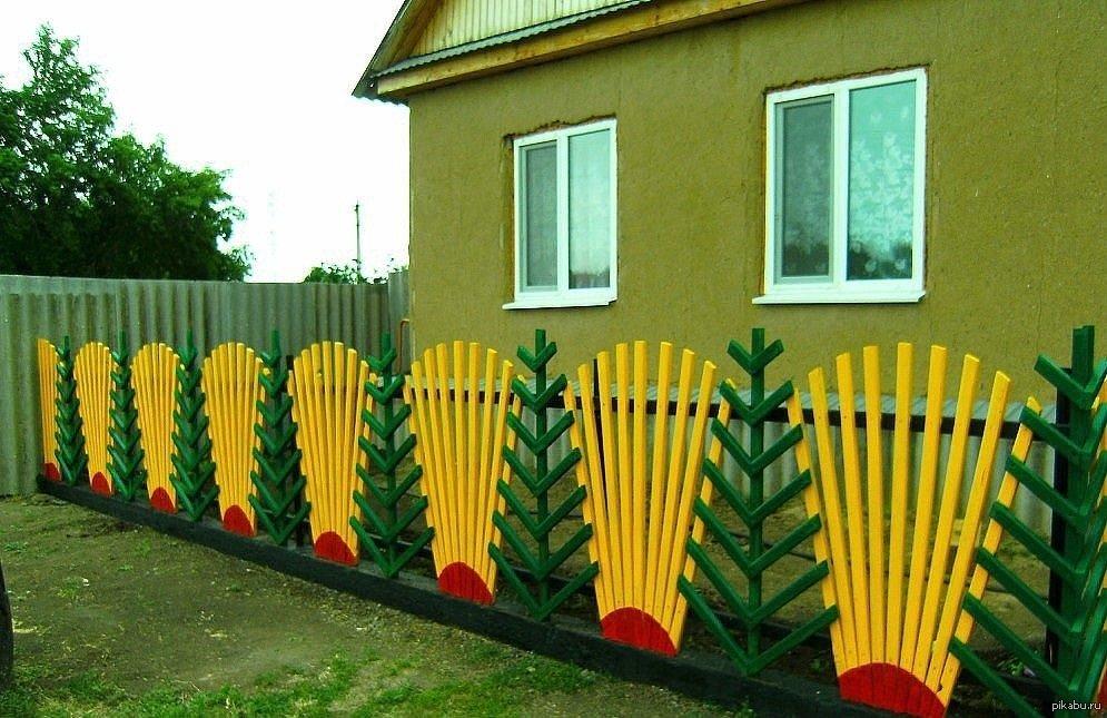 Как красить забор своими руками 61
