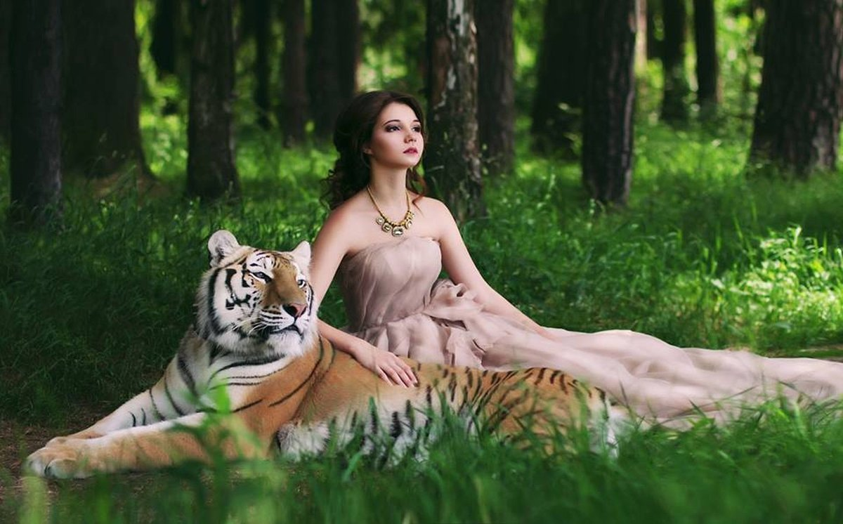 Фото девушки с тиграми на аву