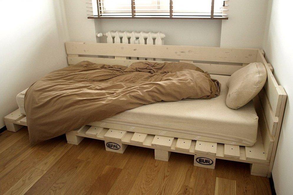 Кровать на поддонах своими руками 46