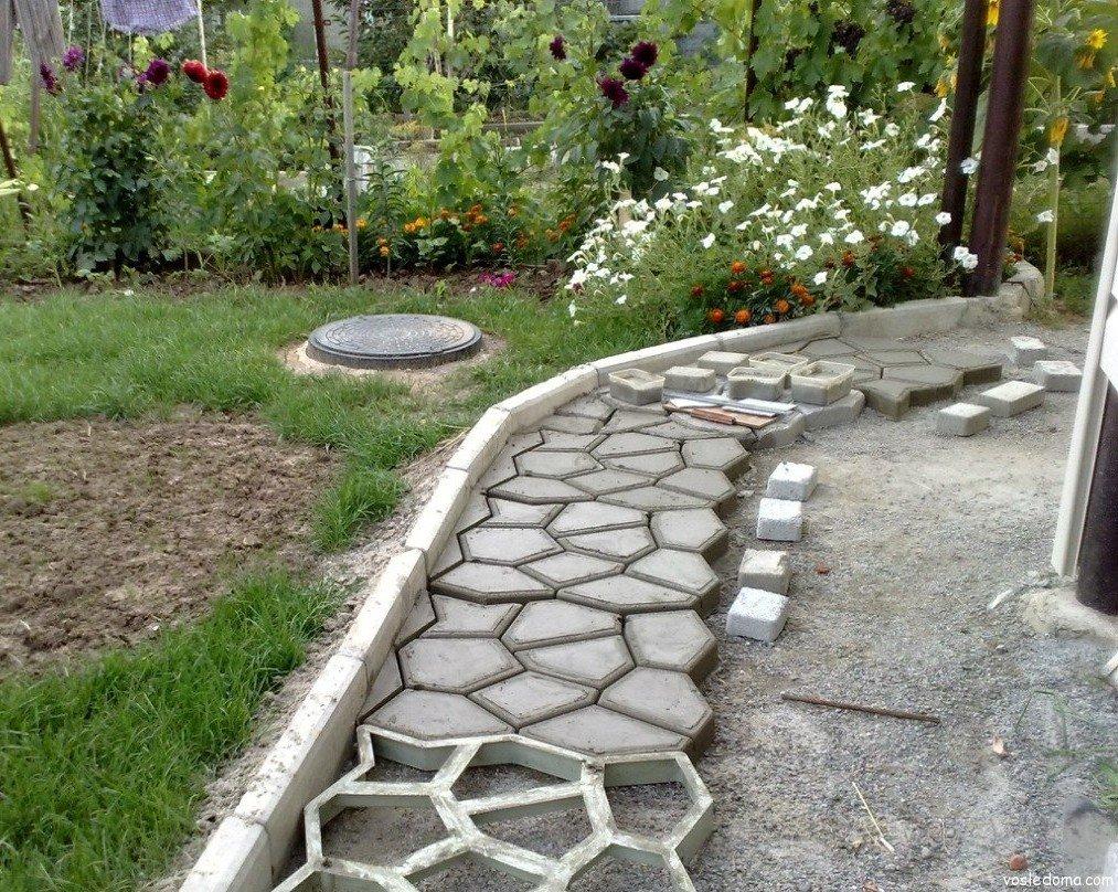 Недорогие дорожки в саду своими руками