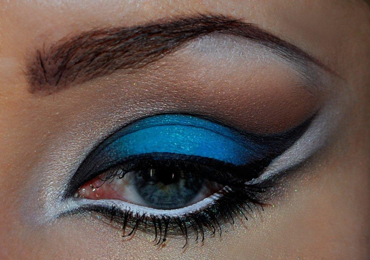 Макияж к голубым глазам со стрелками