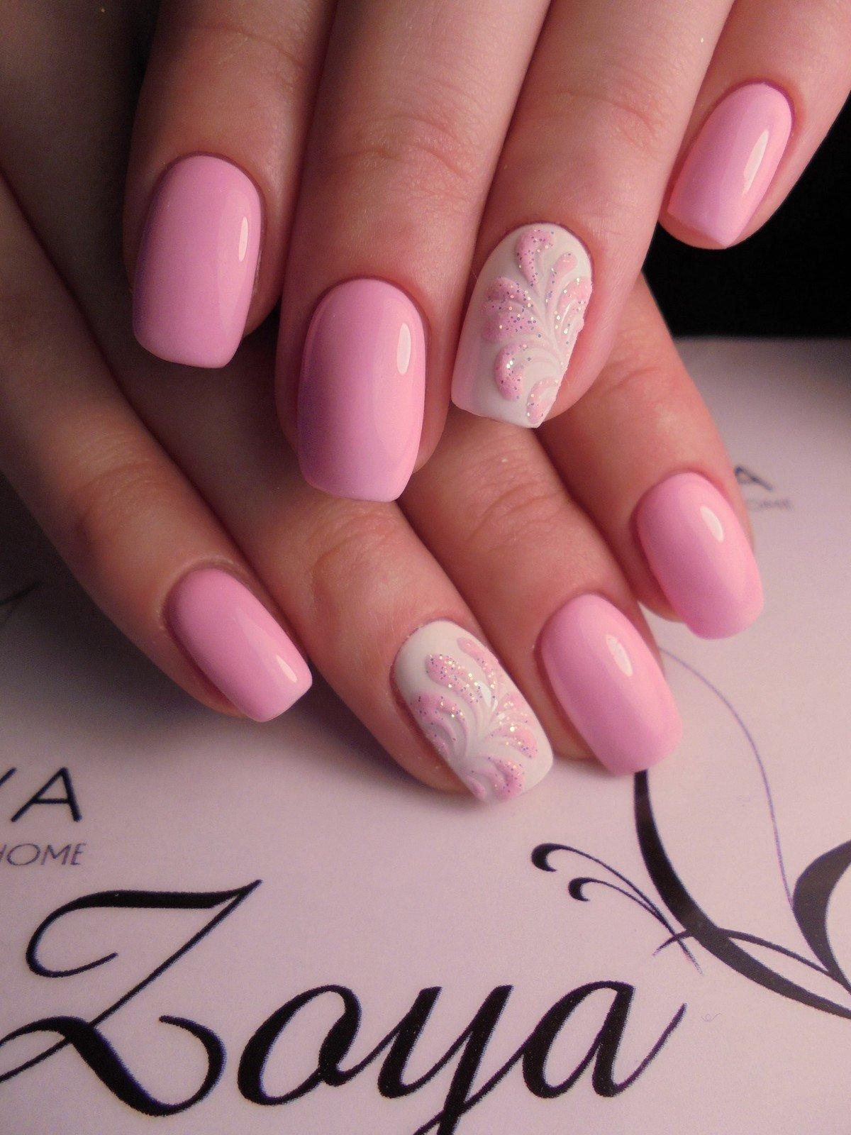 Маникюр гель лаком в розовых тонах фото