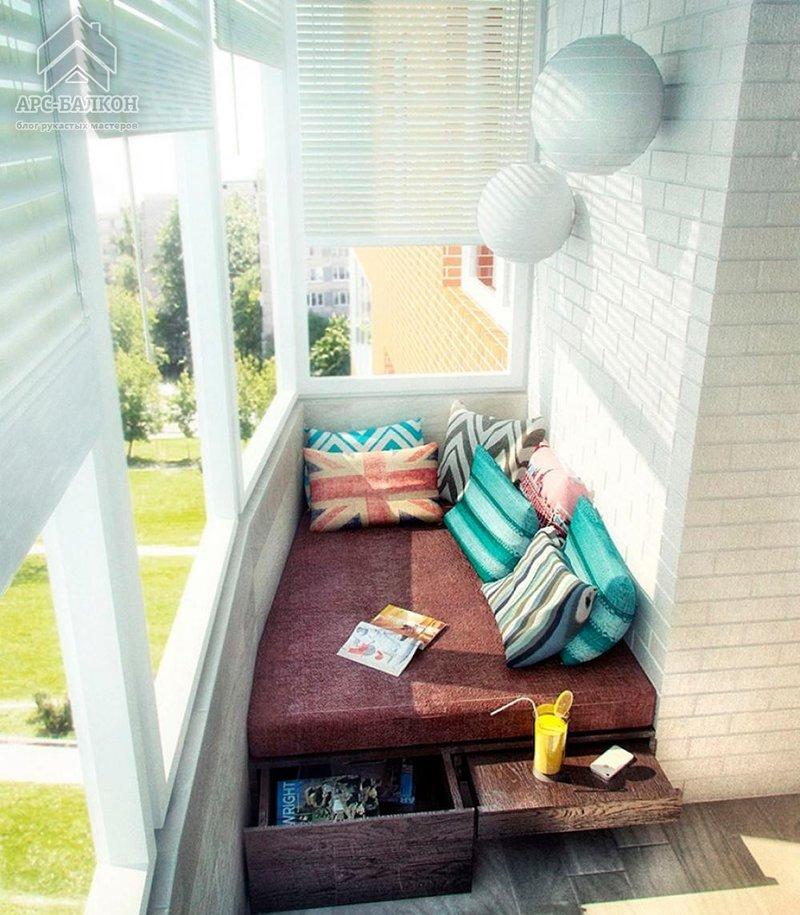 Кровать на балконе.