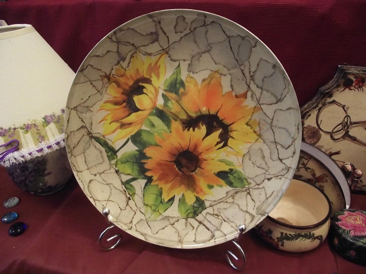 Декоративные тарелки на стену: способы декорирования, 75 фото, видео 42