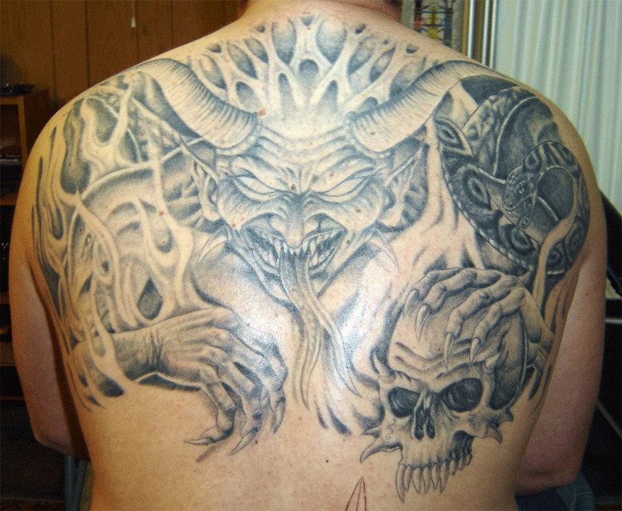 Тату с демонами на спине