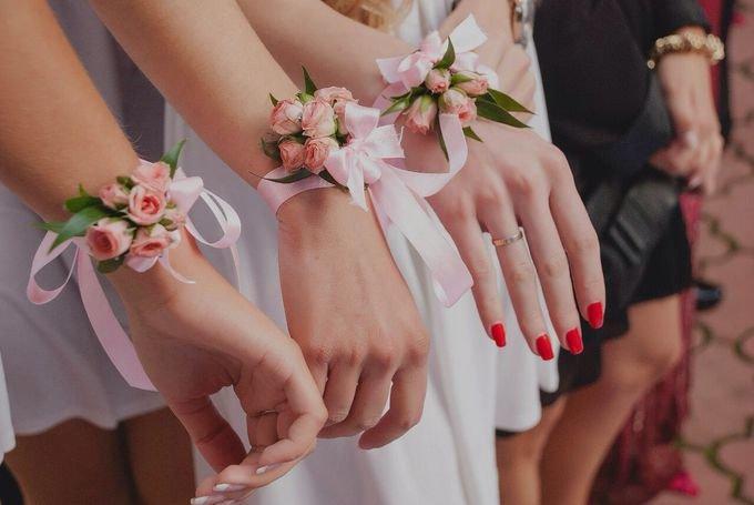 Букет на руку для подружек невесты своими руками 479