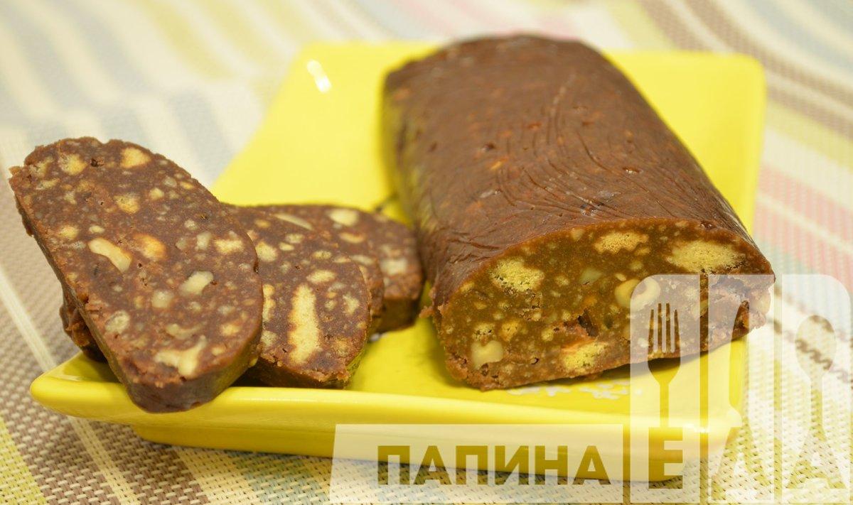 Шоколадная колбаса из печенья и сгущенки пошаговый рецепт