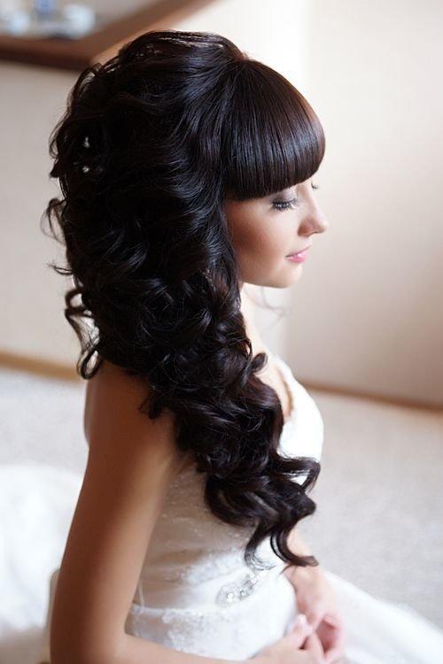 Причёска с кудрями на длинные волосы с челкой
