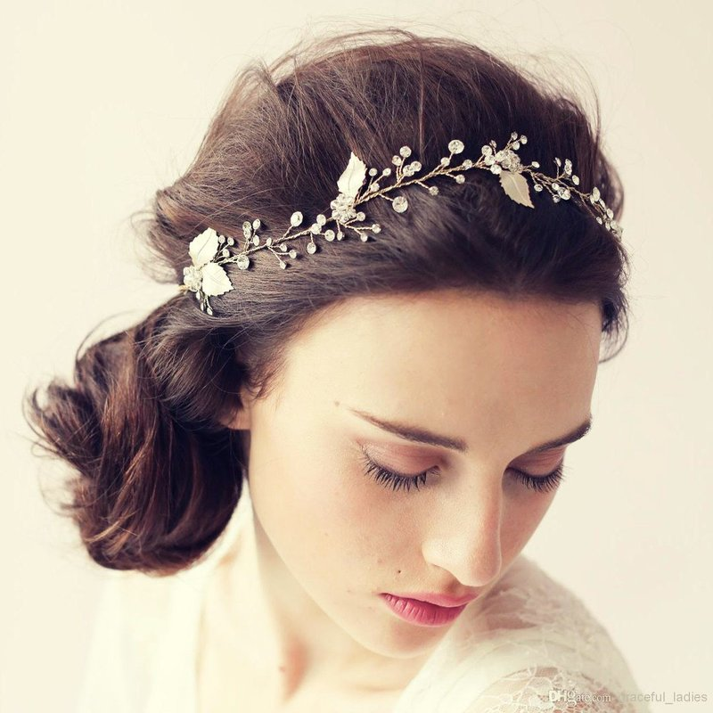 Прически принцесс с диадемой