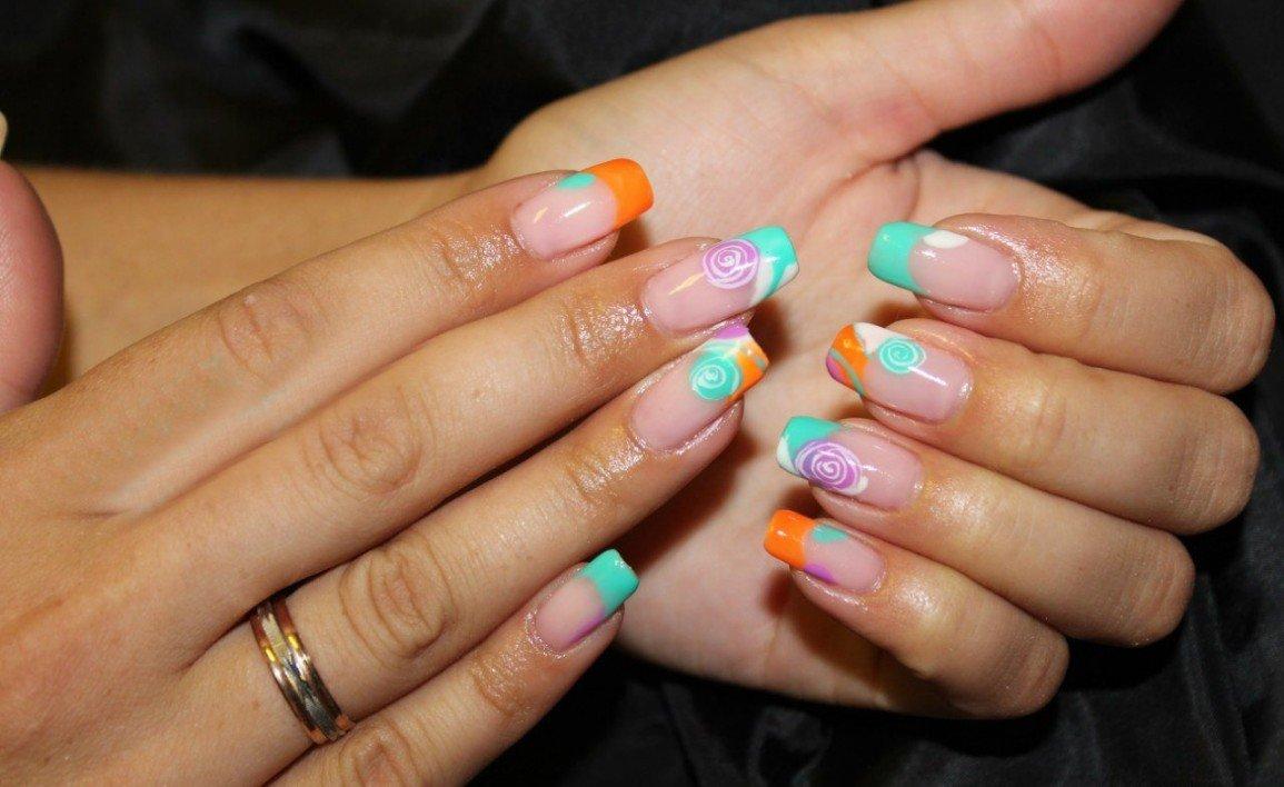 Фото не яркого маникюра на нарощенных ногтях