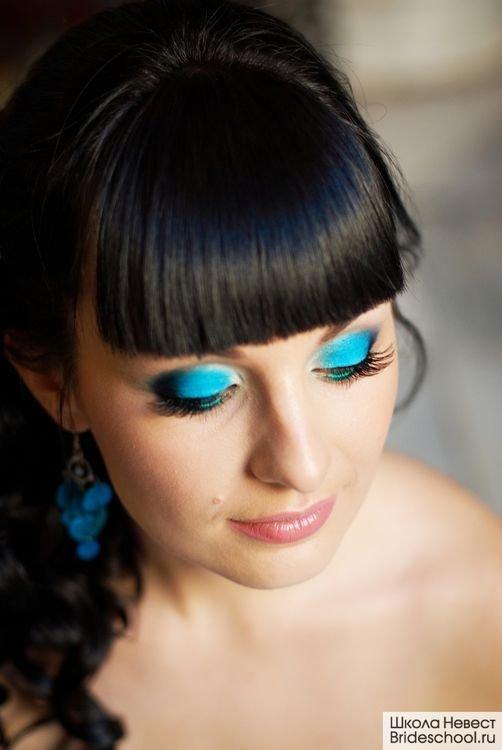 Макияж под голубое свадебное платье