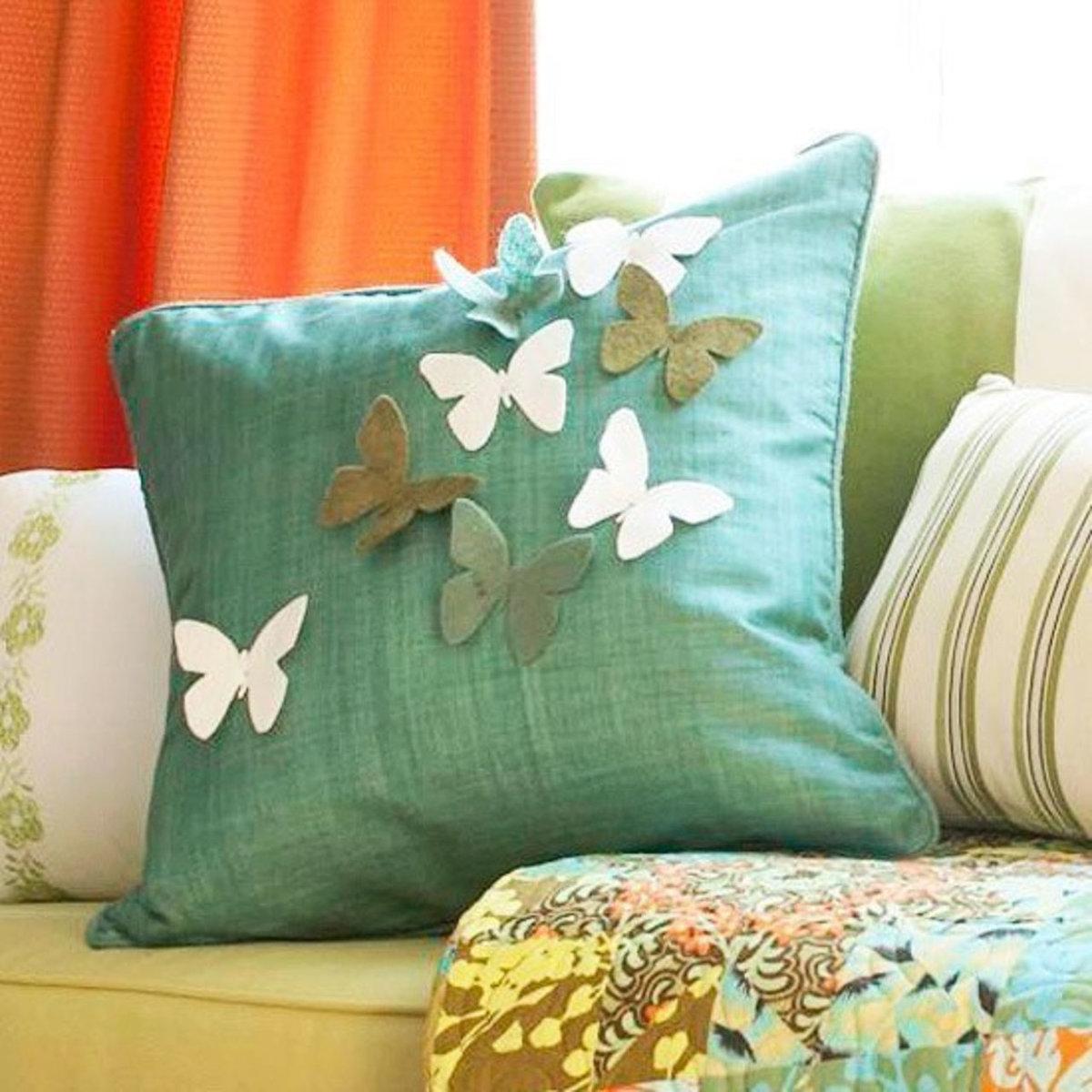 Красивые подушечки на диван своими руками
