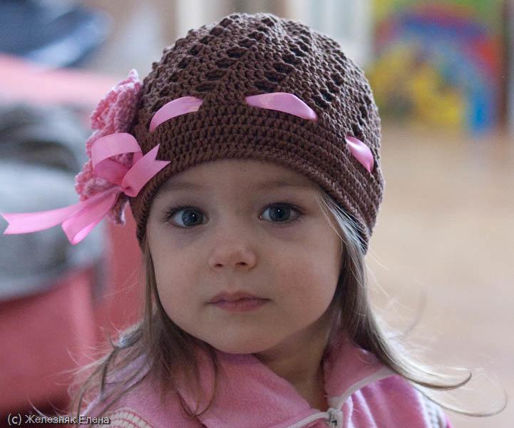 Вязание осенних шапочек для девочек 22