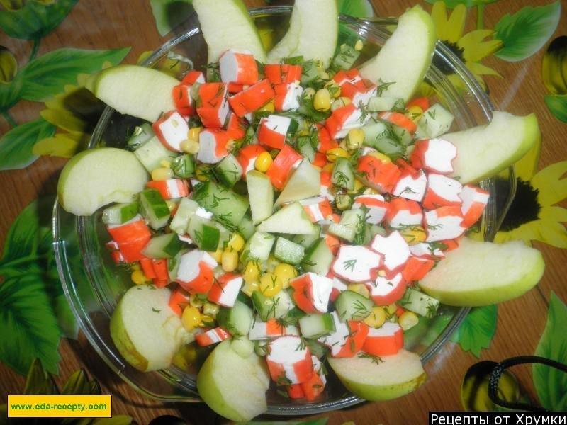 Салат с кукурузой крабовыми палочками и огурцом рецепт