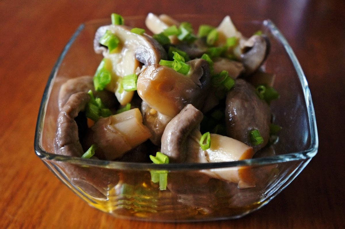 Салаты с солеными грибами с