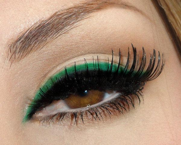 Макияж глаз зеленым карандашом