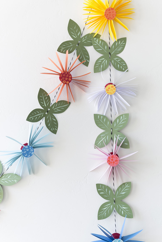 Гирлянды из цветов из бумаги своими руками