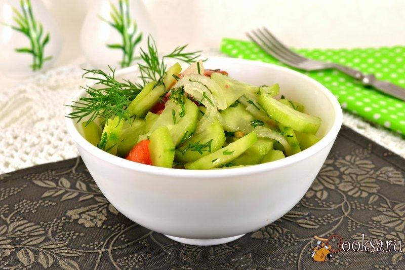 Салат из соленых помидоров и соленых огурцов
