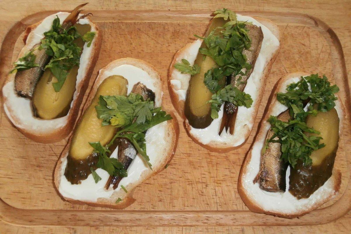 Как сделать бутерброд с шпротами