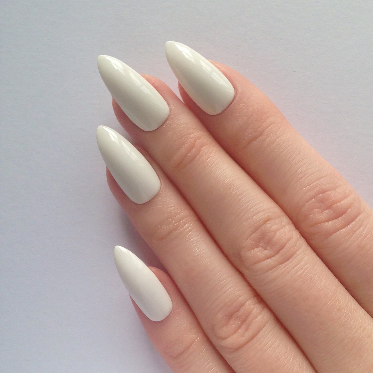 Белый маникюр острые ногти фото