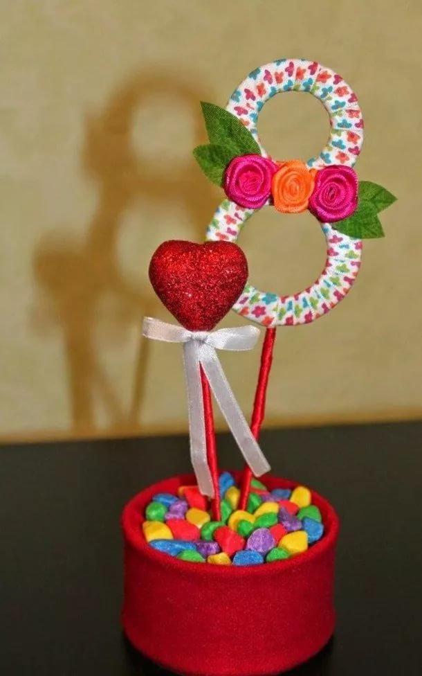Подарок своими руками на 8 марта из конфет своими руками