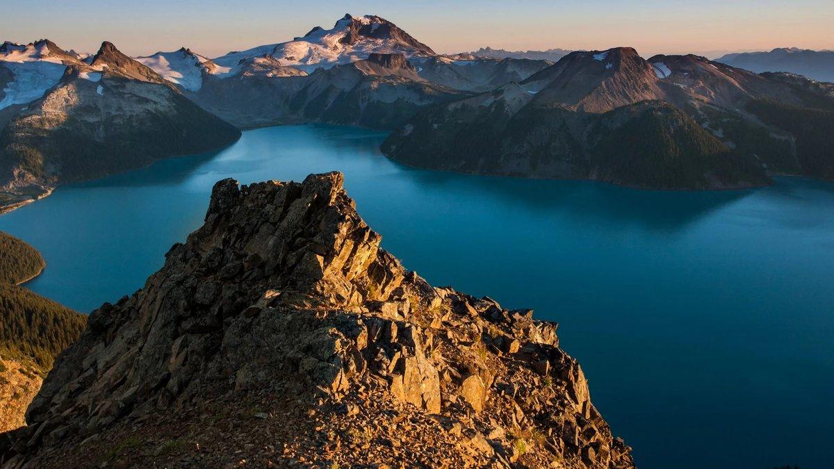 Голубое озеро в горах  № 2798866 бесплатно