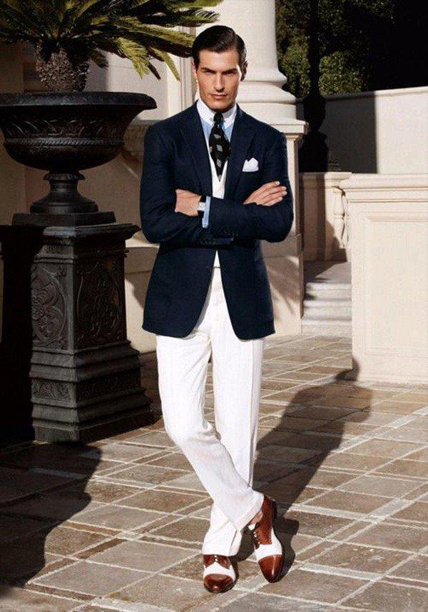 какой блейзер одеть под белые брюки и сине-белые туфли мужчина