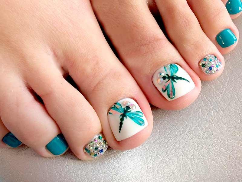 Камифубуки на ногтях на ногах