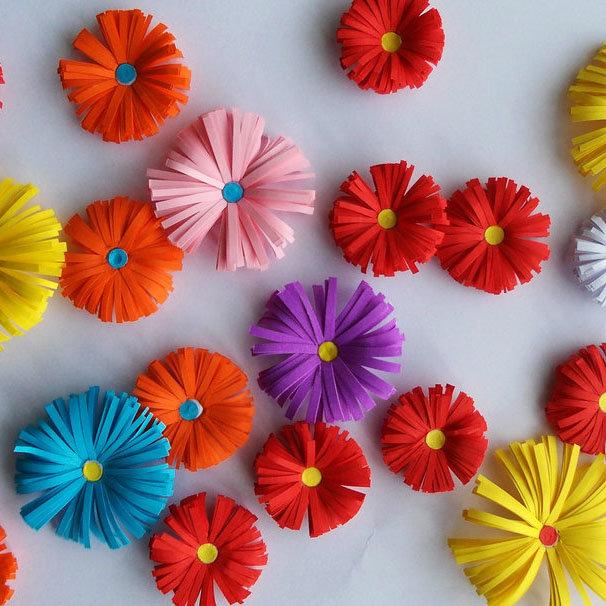 Сделать цветы из бумаги своими руками легко ребенку 17