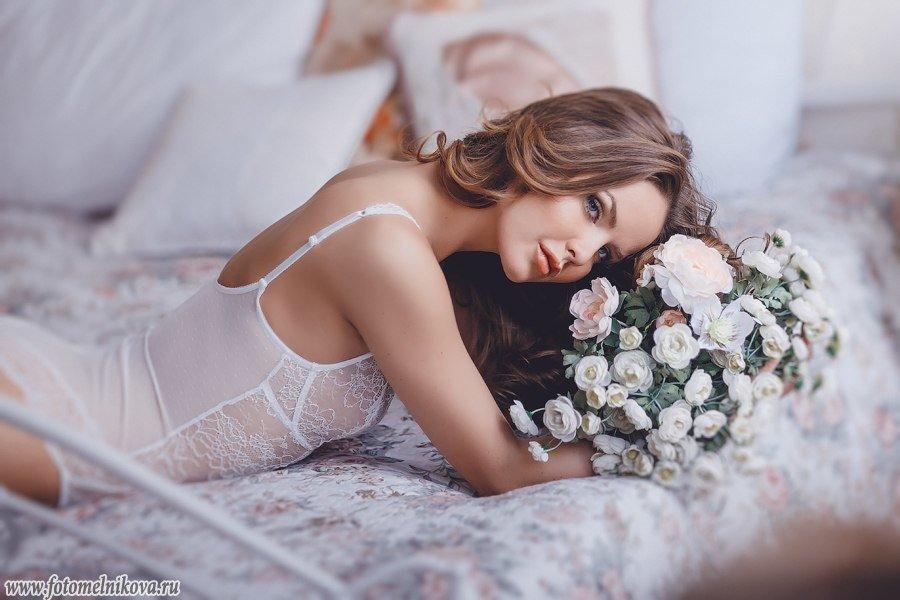 Откровенные снимки ретивой невесты на кроватке  487400