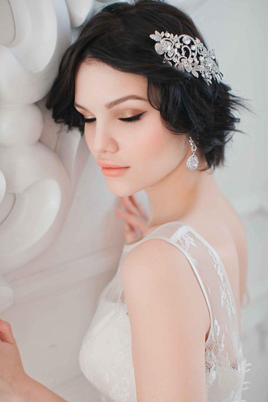 Прически на короткие волосы с гребнем фото