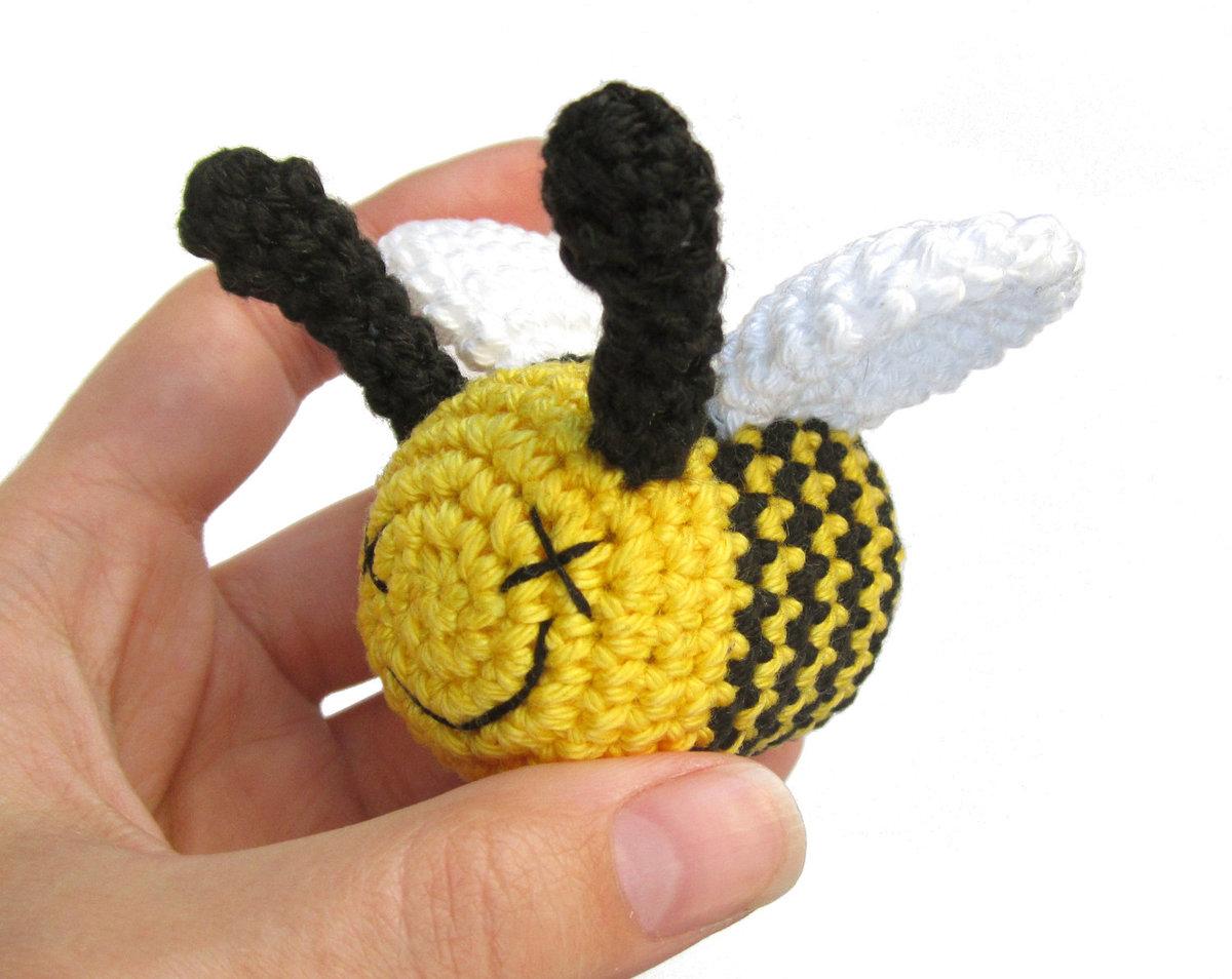 Пчела из киндер сюрприза своими руками