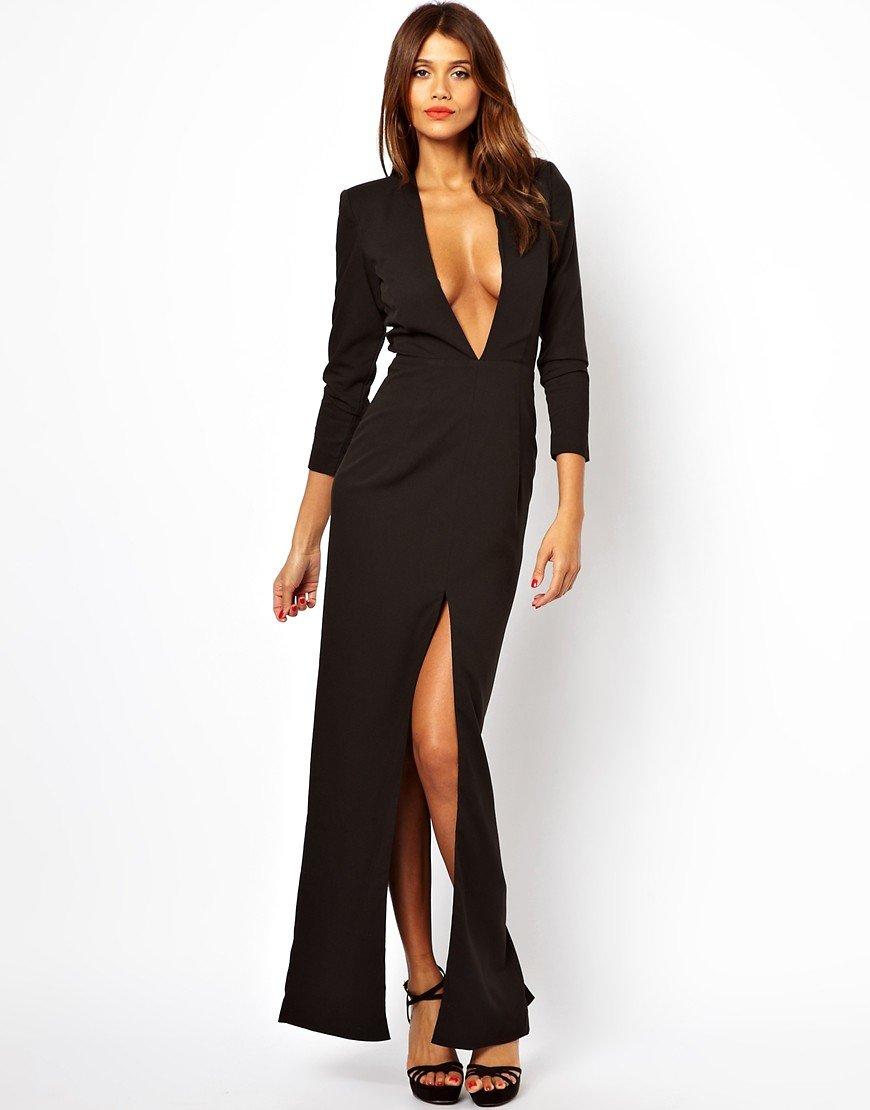 Платье с большим вырезом спереди