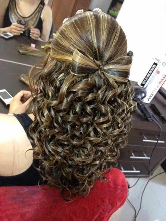Прическа с бантом распущенные волосы
